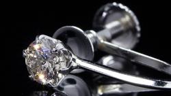 プラチナ合計0.40ctダイヤモンドイヤリング 拡大&スライド(24秒)