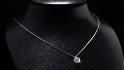 プラチナ0.90ctダイヤモンドペンダントネックレス トルソー正面