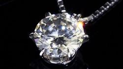 プラチナ0.90ctダイヤモンドペンダントネックレス 斜め上