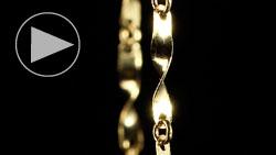 純金デザインネックレス 吊って下方向にスライド