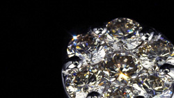 プラチナ合計0.70ctダイヤモンドリング 超拡大してスライド
