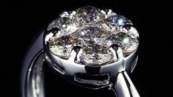 プラチナ合計0.70ctダイヤモンドリング 縦置き正面