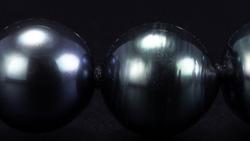 タヒチ産8~10mm南洋黒真珠ネックレス 拡大した状態でスライド