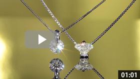 ダイヤモンドペンダント2本 吊り 黄金背景