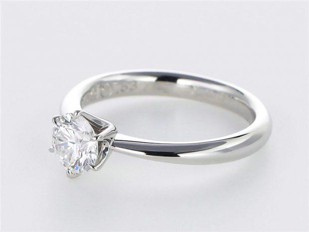 プラチナダイヤモンド エンゲージリング(婚約指輪) 45度斜め上方向