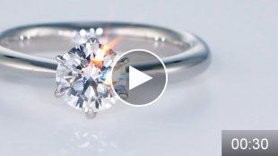 ミニコース動画サンプル 婚約指輪のダイヤモンドの輝きをご覧ください。  輝くダイヤモンドの撮影はグリーンベーダーの撮影サービス「フォトスタジオIS」まで。