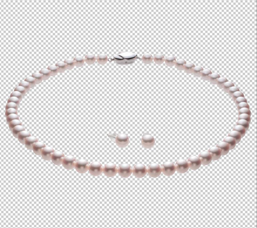 特徴4の透過背景の商品写真。独自の手法で真珠ネックレスとピアス(イヤリング)を一括切り抜きした写真。切り抜き写真は別の背景や文字に合わせるのに使用できる。