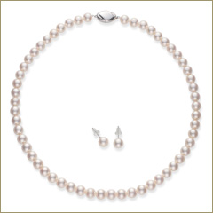真珠の商品撮影 Aコース 真珠ネックレスとピアス(イヤリング)の全体写真のサムネイル画像(クリックすると拡大して見えます)