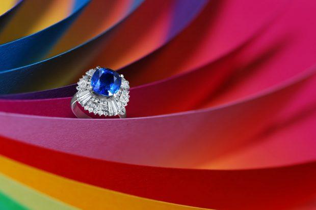宝石サファイアダイヤモンドリング フォトスタジオISイメージカットの撮影実績写真サンプル(背景は合成)