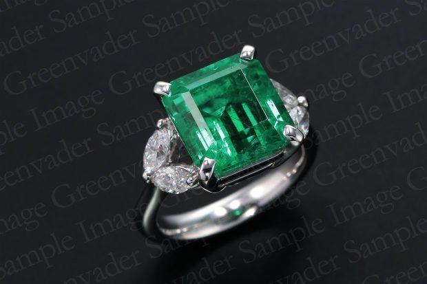 4.87ct 宝石エメラルド ダイヤモンドプラチナリング 斜め上方向 黒背景 撮影実績写真サンプル-PhotoStudioIS
