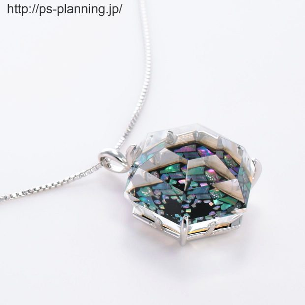 水晶螺鈿 夜空のオーロラをモチーフにしたネックレス 右斜め
