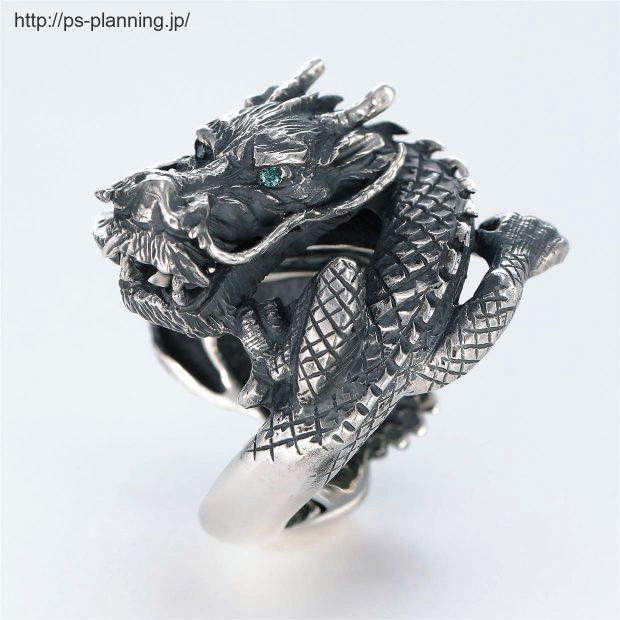 ドラゴンをモチーフにした和風シルバーリング 左斜め 撮影実績写真サンプル-PhotoStudioIS